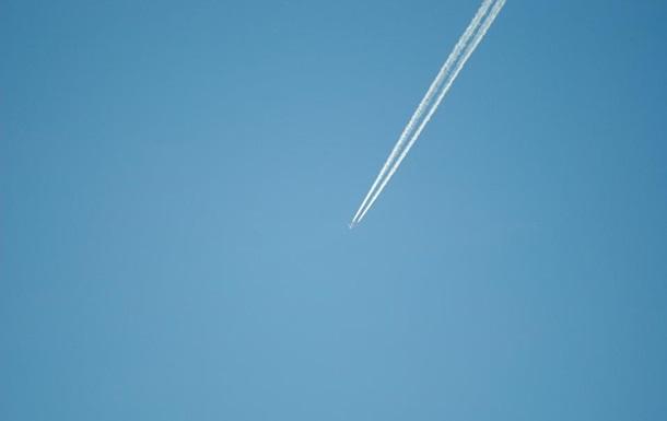 Пілот літака намалював у небі пасхального кролика