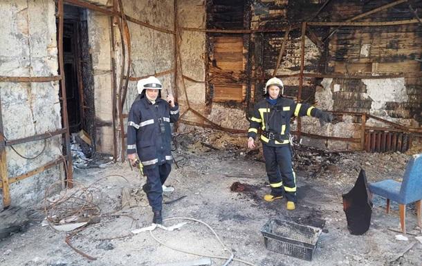 В сгоревшем одесском колледже тушили новый пожар