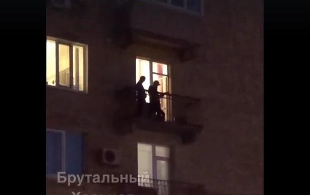У Харкові концерт на балконі потрапив на відео