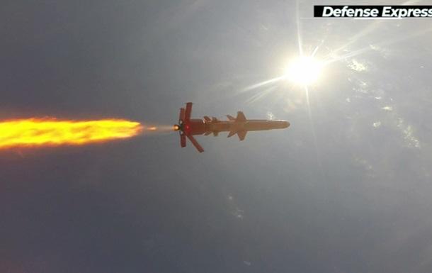 Полет боевой ракеты Р-360 сняли с самолетов