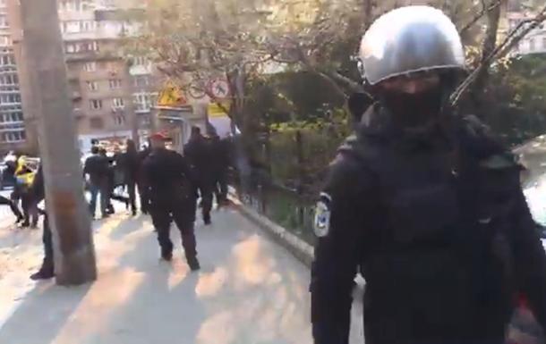 Карантин. В Киеве полиция задержала прохожих, снимавших незаконную стройку