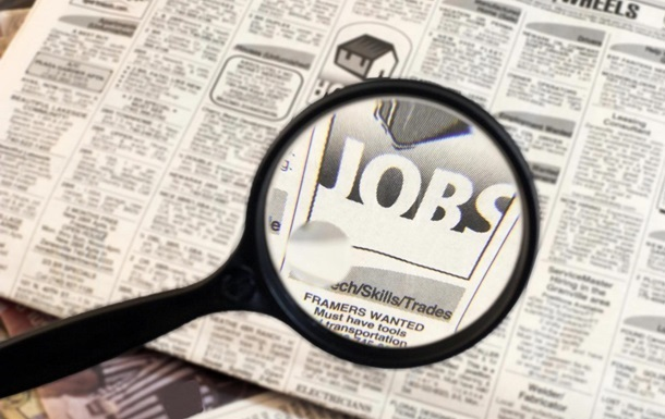 Количество вакансий в Украине сократилось почти наполовину