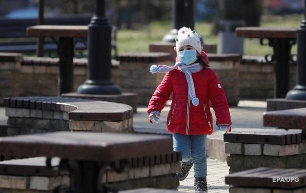 На Сумщине ребенок заразился COVID-19 на детской площадке