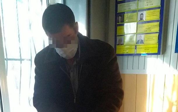На Николаещине мужчина угрожал копам ножом из-за совета надеть маску