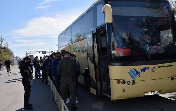 Украинцы массово возвращаются из Венгрии – ГПСУ