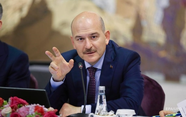 Глава МВД Турции объявил об отставке после неудачи с комендантским часом
