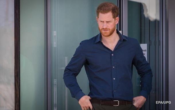 Принц Гарри отказался от королевской фамилии - СМИ
