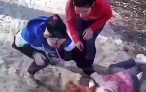 Побиття дівчини потрапило на відео і зацікавило поліцію