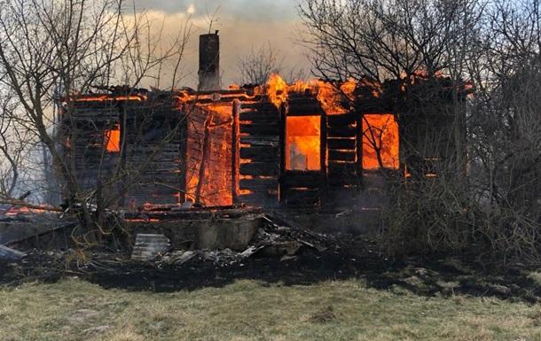 На Житомирщині загорілися будинки на одній вулиці села