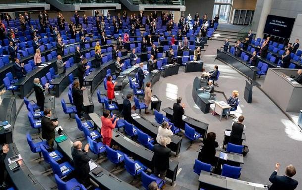 Німецькі депутати готові відмовитися від підвищення зарплат через COVID-19