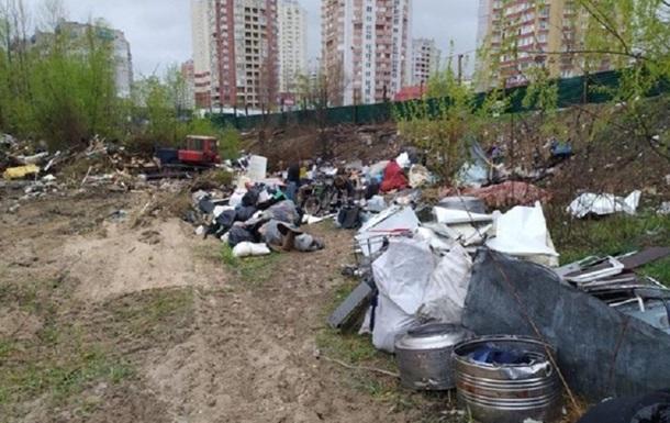 У Києві бульдозером знесли курені бездомних
