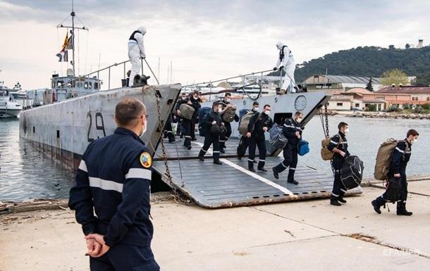 На борту французского авианосца 668 моряков по контракту COVID-19