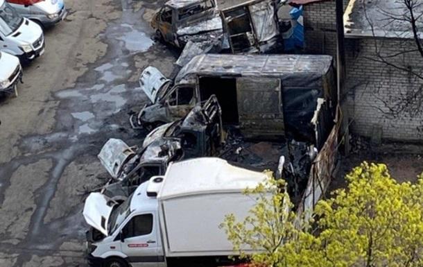 Пожар автомобилей в Киеве попал на видео