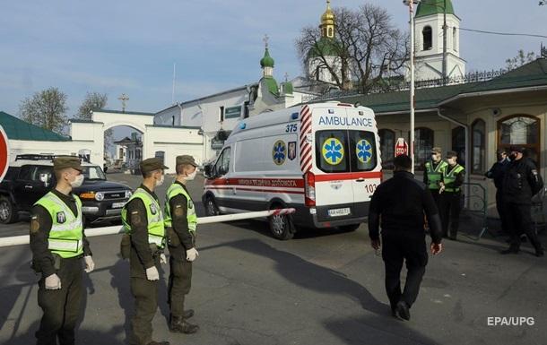 В Лавру приезжали четыре машины скорой помощи