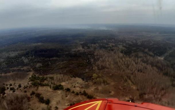 У Чорнобильській зоні на тліючий трав яний настил скинули 240 тонн води