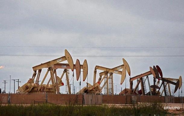 Американська нафта рекордно впала в ціні
