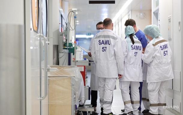 В Британии за сутки почти 900 жертв коронавируса