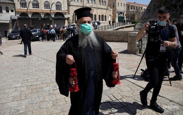 В Україну з Єрусалима привезли Благодатний вогонь