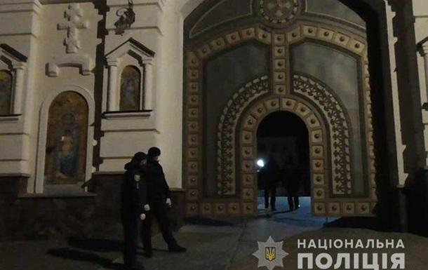 В Почаевской лавре нарушили карантин
