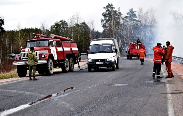 Спасатели тушат четыре очага под Чернобылем