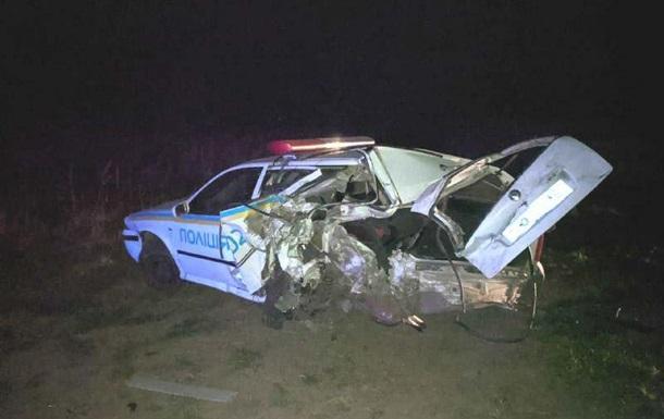На Ровенщине BMW X5 врезался в авто полиции