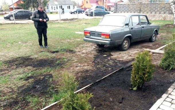 На Ровенщине подожгли полицейское авто за отказ вместе праздновать
