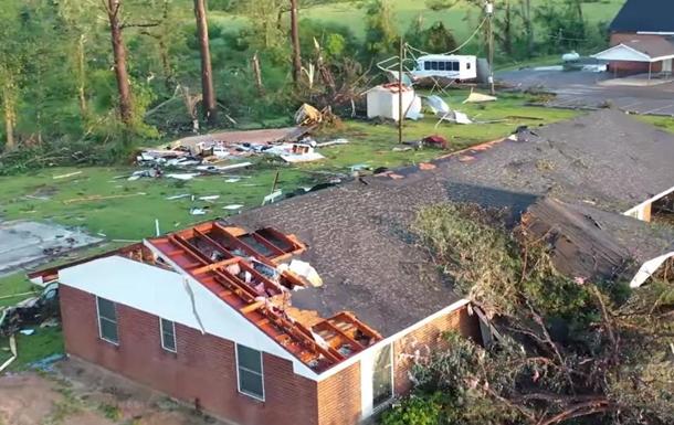На США обрушились мощные торнадо, есть жертвы