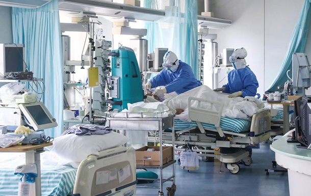 У заразившихся COVID-19 врачей в Китае потемнела кожа