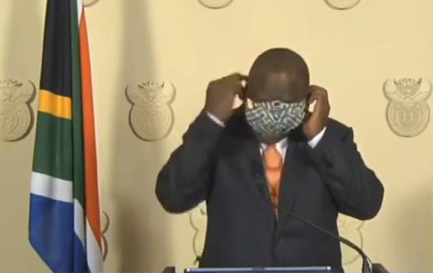 Президент ЮАР оконфузился с защитной маской