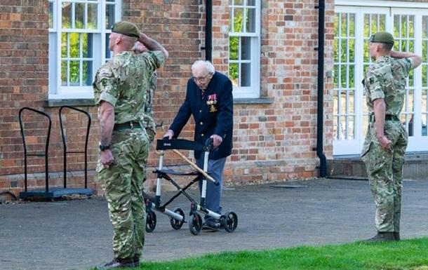 Гуляющий в саду 99-летний британец собрал на борьбу с коронавирусом £30 млн