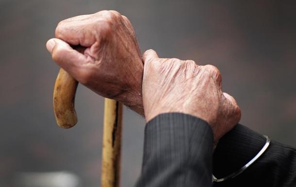 Пенсионерка застряла на заборе, пытаясь попасть на кладбище Ровно