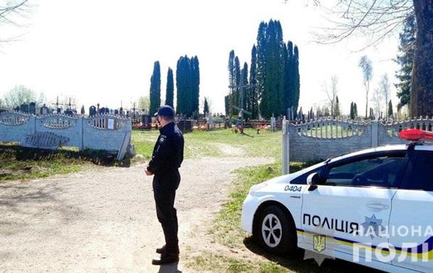 Тисячі силовиків відправлять патрулювати кладовища