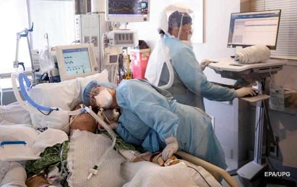 За сутки в США от COVID умерли две тысячи человек