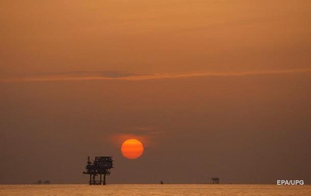 Американская нефть обвалилась на четверть