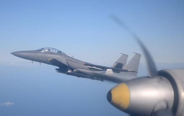 Перехоплення Іл-38 біля авіаносця США потрапило на відео