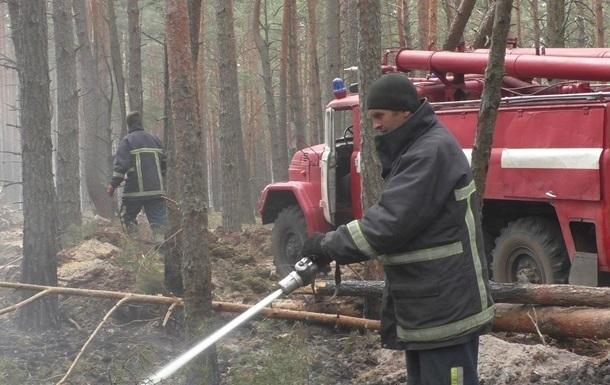 Рятувальники продовжують гасити осередки тління в Чорнобилі і на Житомирщині