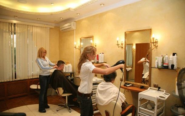 На Одещині жінка  здала  майстра перукарні за порушення карантину