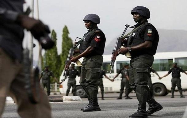 Военные в Нигерии освободили 15 человек из плена пиратов