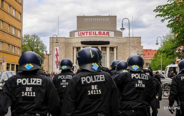 В Германии группа мужчин с ножами напала на прохожих
