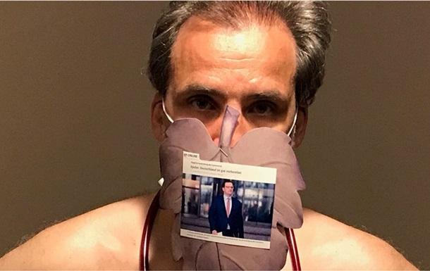Немецкие врачи снялись голыми в знак протеста