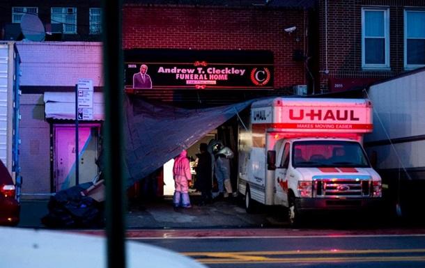 У Нью-Йорку виявили вантажівки з десятками тіл