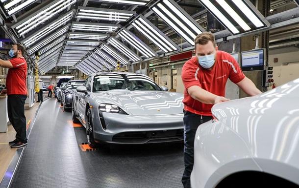 Porsche возобновляет производство на двух заводах