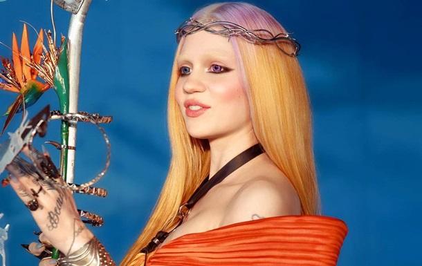 Беременная певица Grimes впервые опробовала трехразовое питание