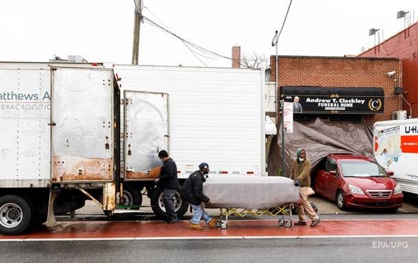 Власти Нью-Йорка расследуют инцидент с телами в грузовиках