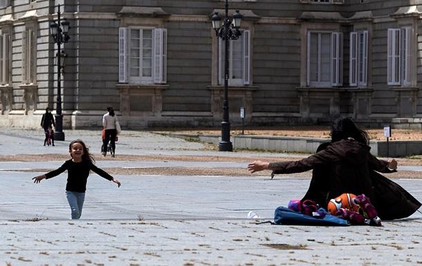 Жителям Іспанії дозволили гуляти