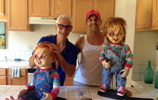 В США покончил с собой сценарист ужасов про куклу Чаки ...