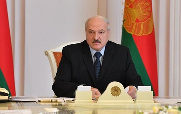 Лукашенко решил не отменять в Беларуси парад на 9 мая