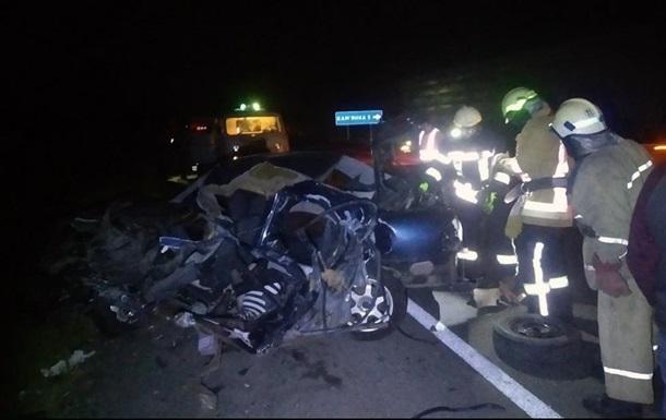 В Днепропетровской области грузовик протаранил легковушку, две жертвы