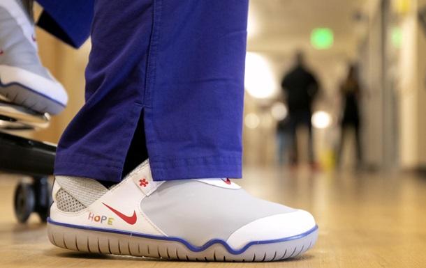 Nike подарит более 30 тысяч пар обуви медикам в США и Европе