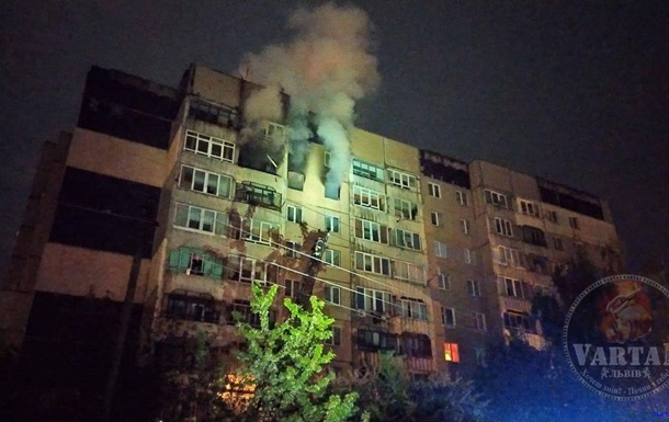 У Львові вночі стався вибух з пожежею